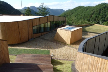 Seminar building and hostel (Goesan, South Korea). Photo: ArchitekturWerkstatt Vallentin